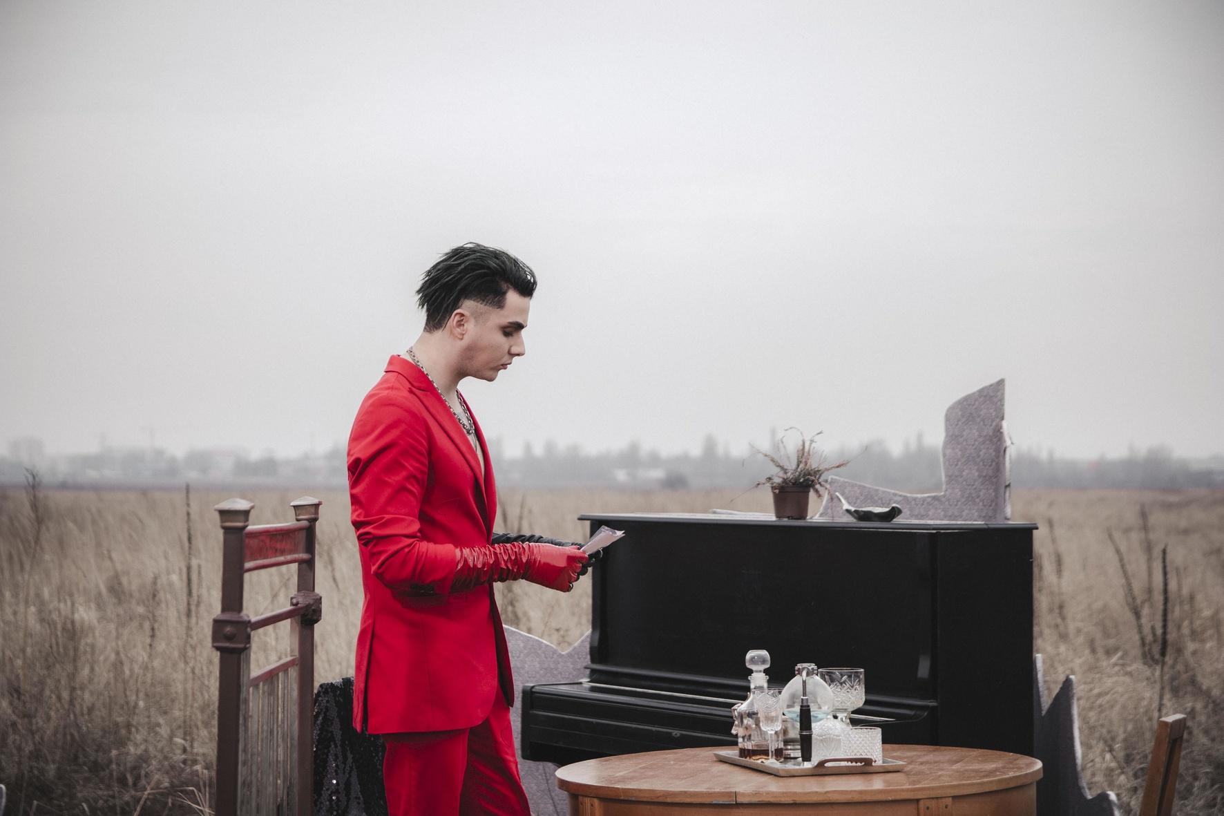 MELOVIN презентує автобіографічний відеокліп на пісню «І кров кипить».